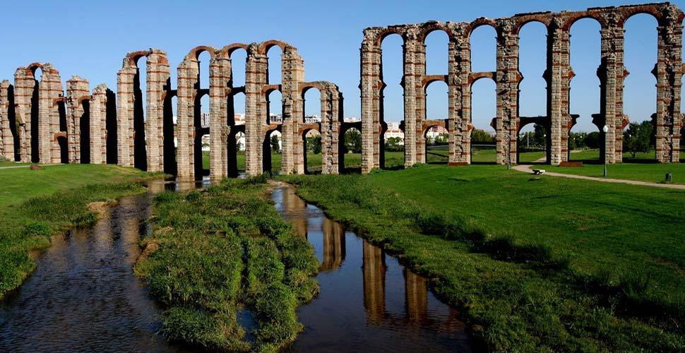 Visitas Guiadas al Acueducto de los Milagros en Mérida, en español, ingles y portugués. Antonio Carrasco Guía Oficial de Turismo.