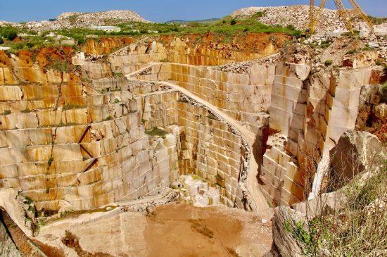 Sendero_de_marmol_del_paisaje_a_la_arqueología_en_Vila_Vicosa_Rota_do_marmore_ae_portugal